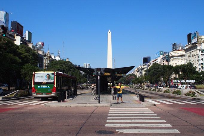 """ウシュアイアから飛行機でブエノスアイレスへ到着 7月9日大通りは""""世界一幅の広い道路"""" と言われ片側なんと8車線!"""