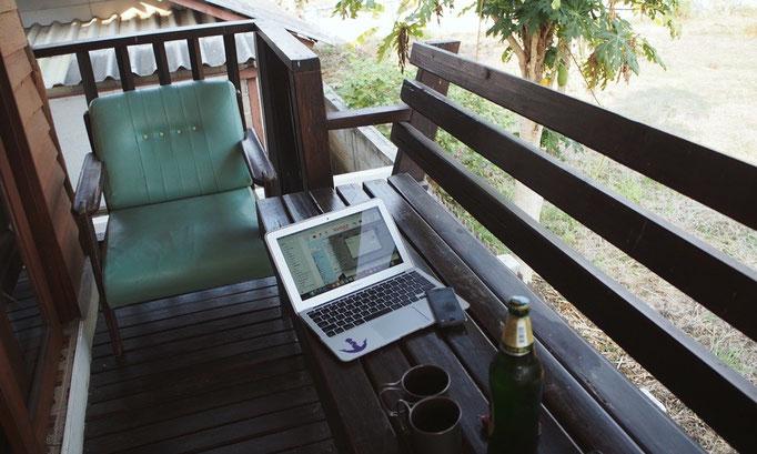 パーイの滞在先のバンガロー ここで好きな音楽を流して 外を眺めながらビールを飲むのが幸せ