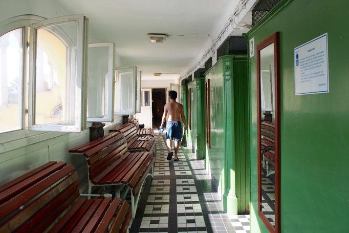 個室の更衣室が並んでいるところ 建物の中まで素敵な雰囲気