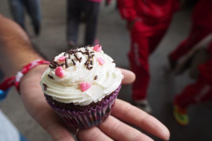 帰り道にカップケーキをお買い上げ ボリビアのおやつは甘さ控えめでおいしかった♡