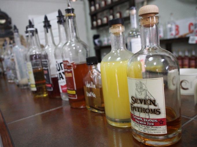 その後ラム酒の工場見学へ たくさんの種類のラム酒を好きなだけ試飲できます