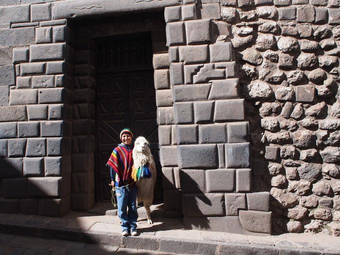 クスコの町にある14角の石 こんなに細かい技術を持っていたインカ帝国ってどんな国だったんだろう