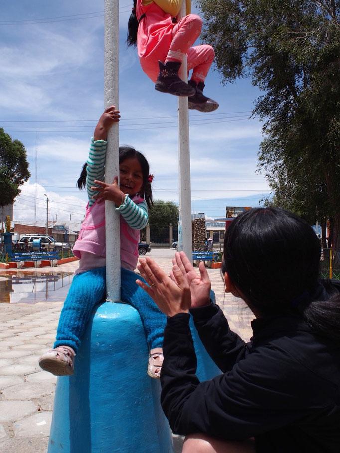 広場で子どもと遊んでみたりして