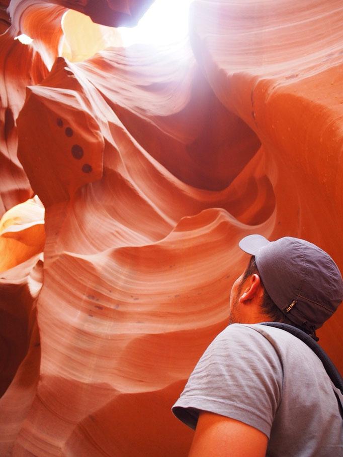 砂岩は触れるととても滑らかで 自然の造形の不思議をいろんな感覚で感じられる場所でした