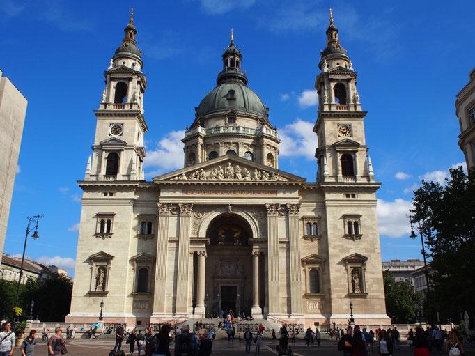次に訪れたのはお昼の聖イシュトヴァーン大聖堂