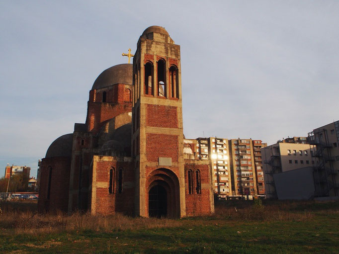 実際にこの場で紛争が起こっていたのだということを感じさせる 荒廃したセルビア正教会の教会跡