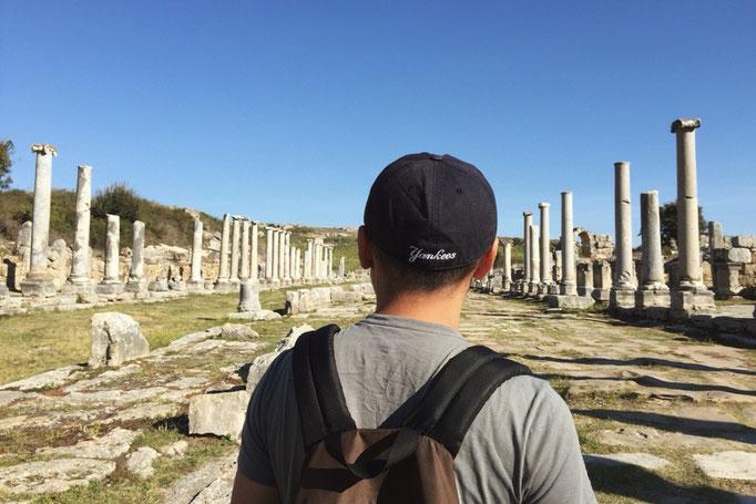 ペルゲ遺跡はローマ時代の都市がそのまま遺跡となっている場所 それにしても広いー...想像を超える広さ!!