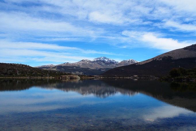 帰り道には大きな湖も 往復20kmのしっかりトレッキングとなりました