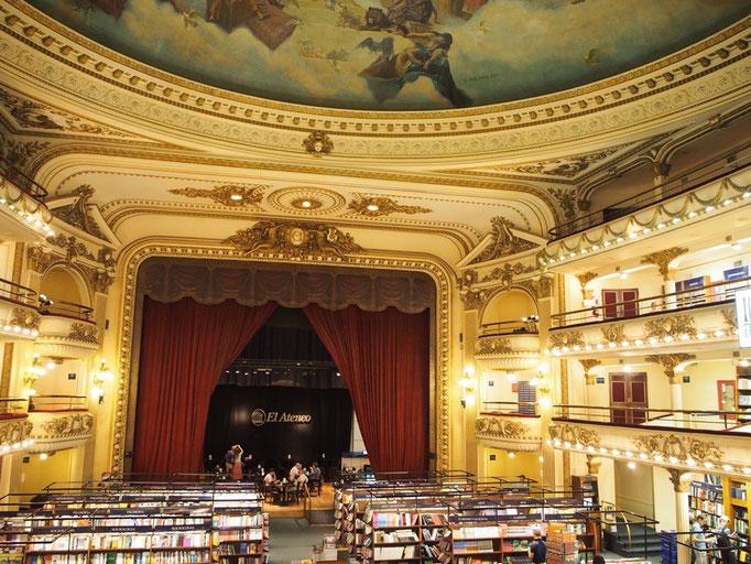 """この本やさんは2008年にイギリスの新聞で""""世界の美しい書店ランキング""""2位に選ばれた場所"""