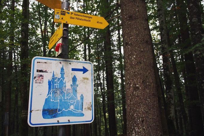 この日はノイシュヴァンシュタイン城へお出かけ お城までは標識もあって分かりやすい♡