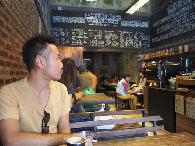 """市街地に戻ってきてからは""""チェンマイの代官山""""と言われるニマンヘミン通りで カフェに寄り道することに"""