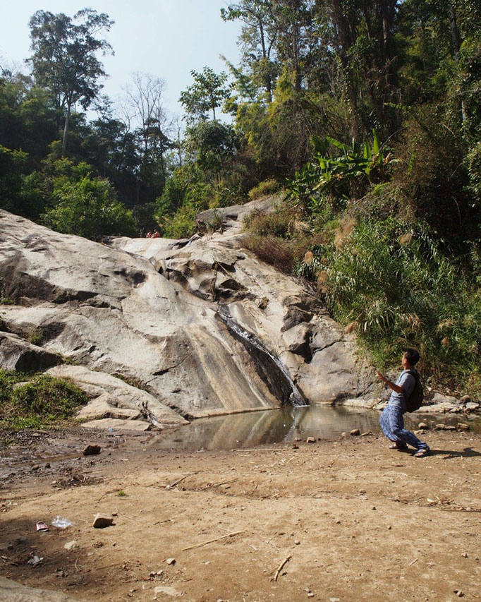 Mo Paeng Waterfallにて 水がない! ...さすが乾季♡