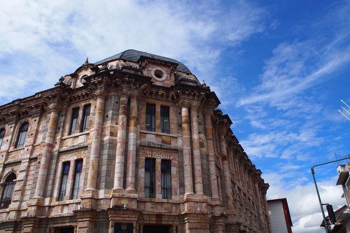 ペルーからバスに乗りエクアドル第3の都市 世界遺産の町クエンカへ