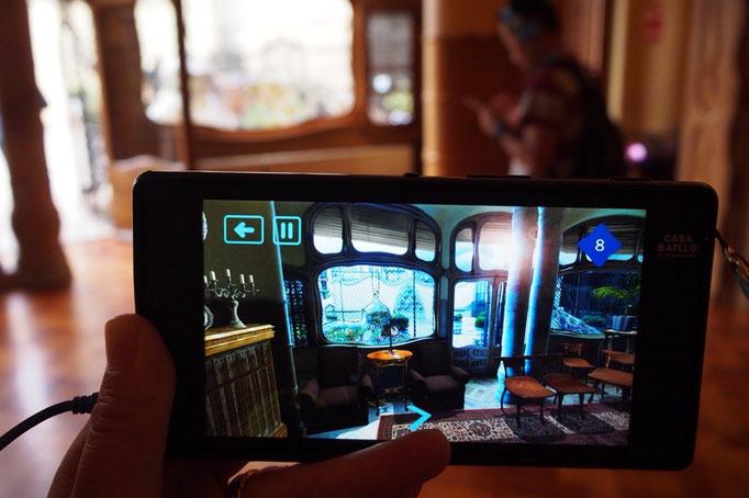 カサバトリョでは3Dガイドの映像と解説を聴きながらまわります