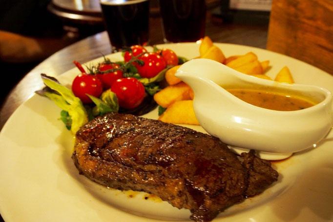ビールのおともはサーロインのステーキ お肉も柔らかくておいしかった...♡