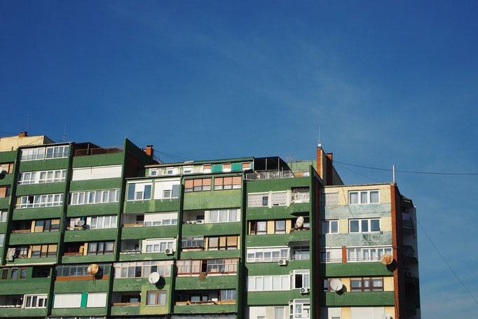 朝出発のミニバスに乗りたどり着いたのは 旧ユーゴスラビアの国2カ国目コソボの首都プリシュティナ