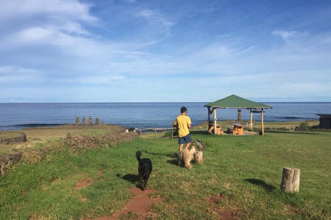 サンティアゴから飛行機に乗りイースター島へ到着 到着した翌日からモアイ散策の始まり
