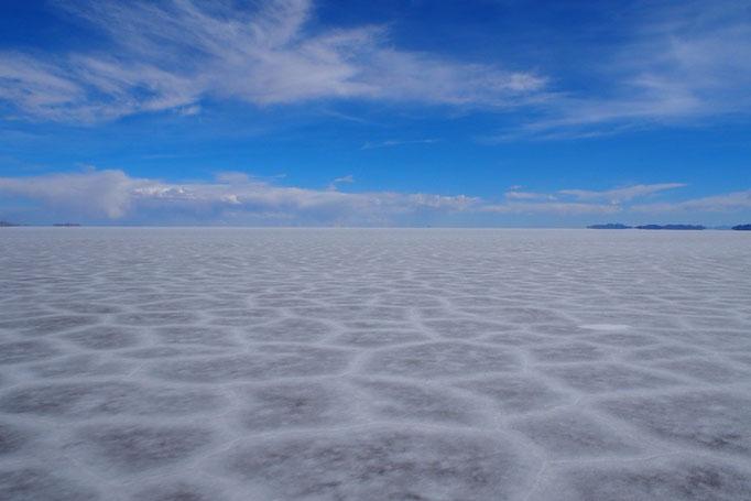 そしていよいよウユニ塩湖へ ウユニは雨季ですがこんな風に乾いたところもありました