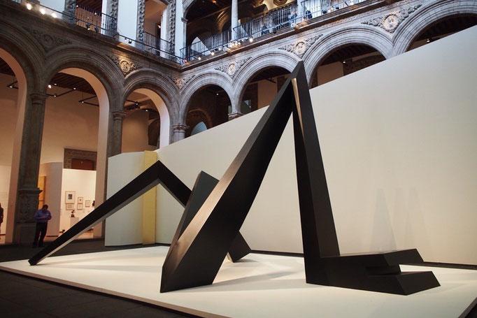 現代アートの展示スペースを発見 入場料無料で写真もフラッシュなしで自由できて嬉しい