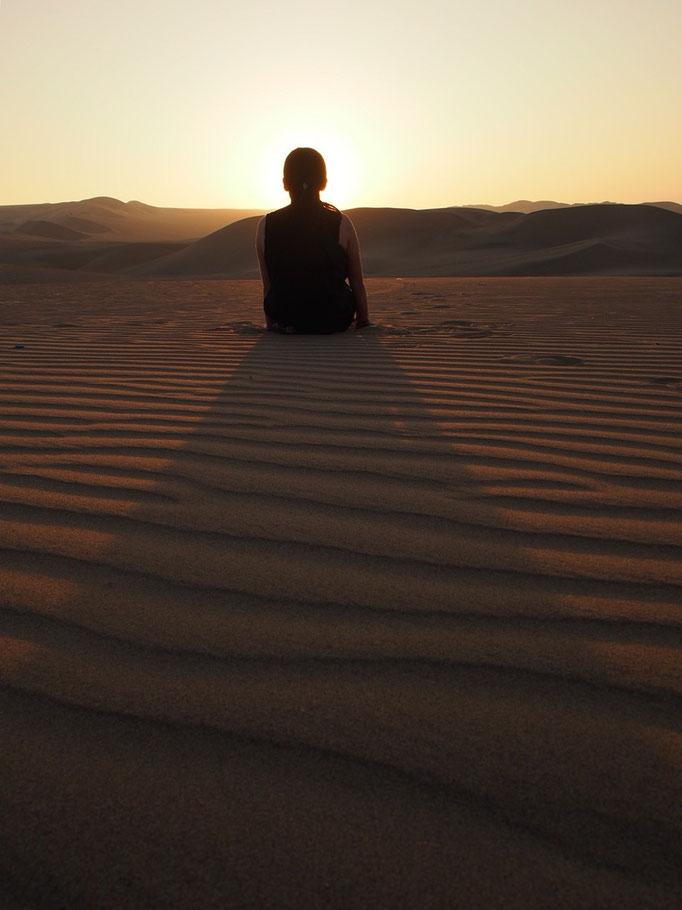 ツアーでは砂漠の中でサンセットを見ることもできました