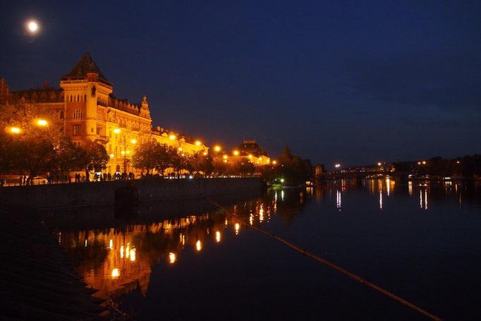 夜のヴルタヴァ川①