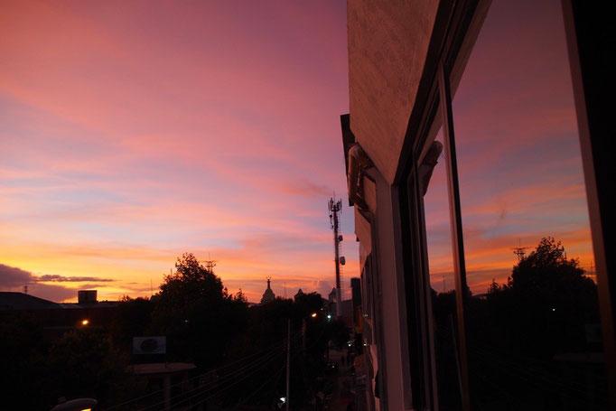ウユニの宿から見た夕焼け