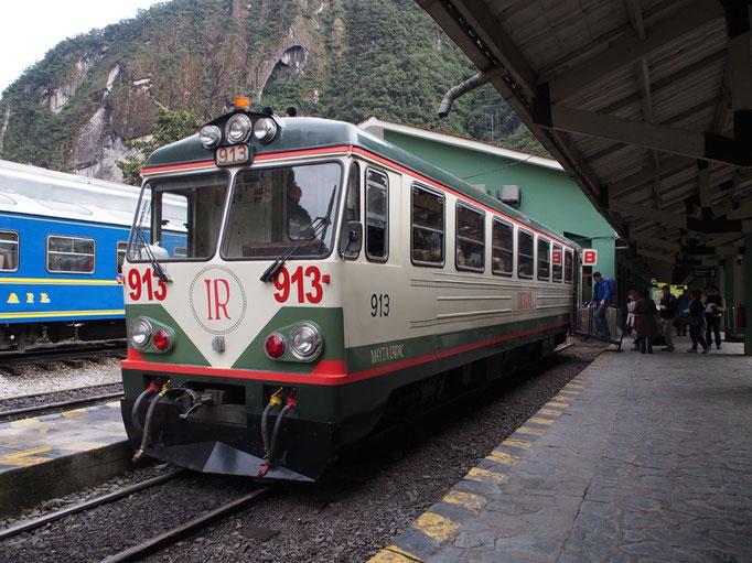 アグアスカリエンテスからクスコへは電車に乗って 木をふんだんに使った内装で シートもレザーで座り心地も◯