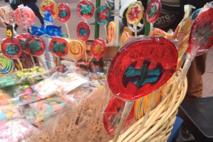 路上販売のお菓子もかわいい