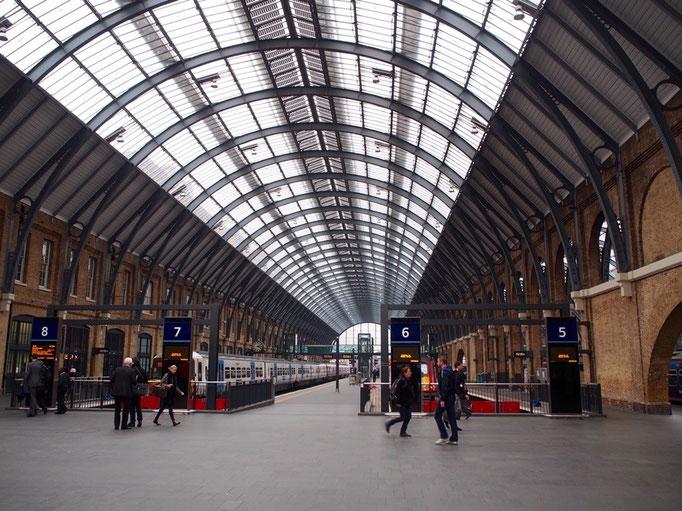 ロンドン橋を渡ったら 次の目的地キングスクロス駅へ