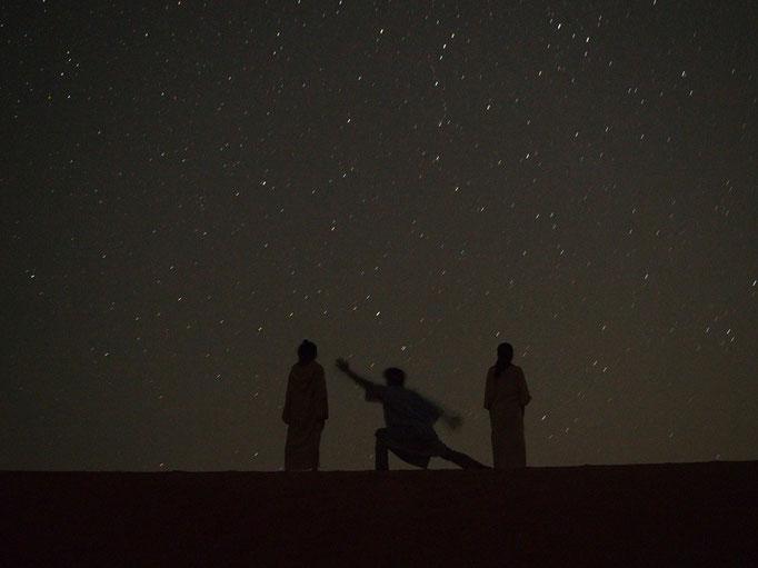 光のない砂漠の中は 天の川や流れ星もたくさん ごろんとして星空を眺めながら夢の中へ...
