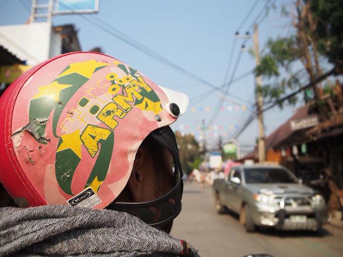次にやって来たのはパーイ パーイでは レンタルバイクに乗って 少し遠くまでお出かけ