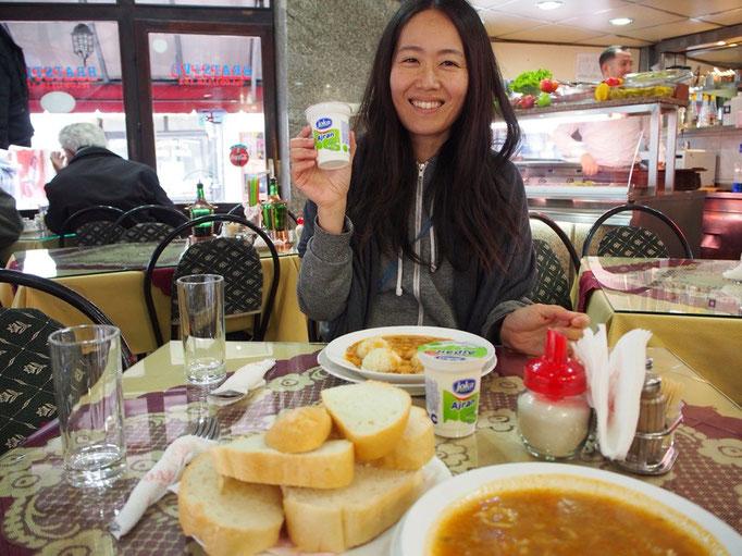 旧市街のレストランでお昼ごはんタイム おまけでアイランを1ついただいて嬉しい♡