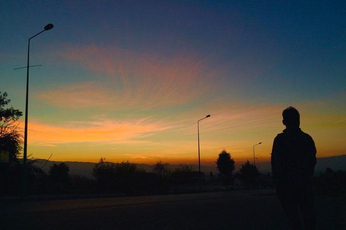 日が沈むのを見届けたら この日はまたこのまま夜行バスに乗って トルコ最後の場所イスタンブールへ