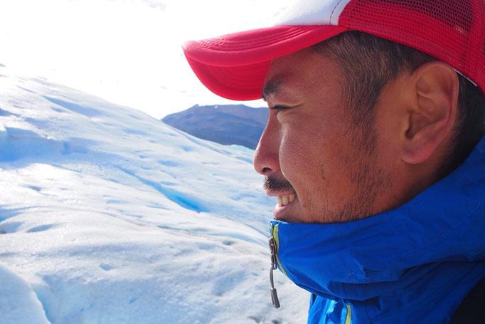 氷河の上を歩いていると 天然のクーラーみたいにひんやり