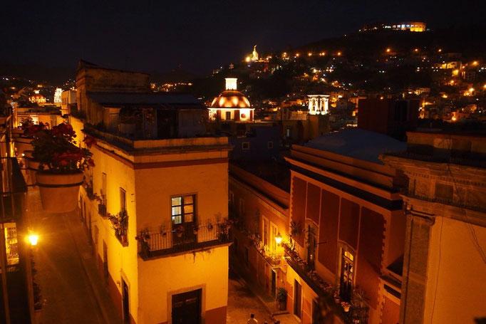 滞在先から観た 夜のグアナファトの町