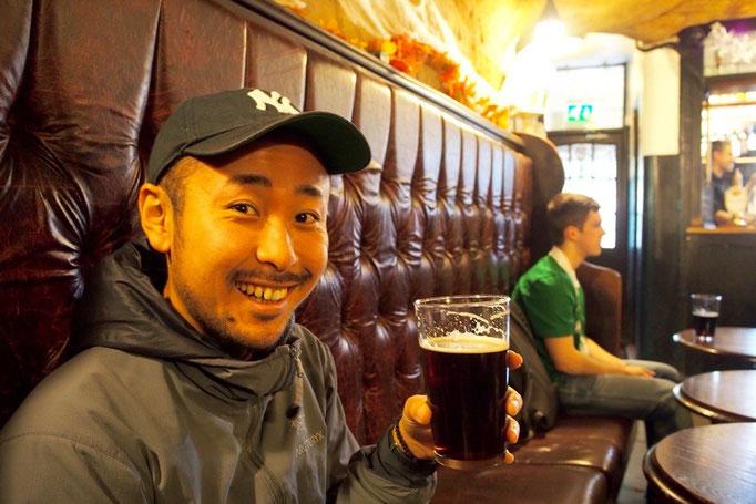 ここは十字軍が会議をしていた場所だとか おすすめの黒ビールで乾杯♡