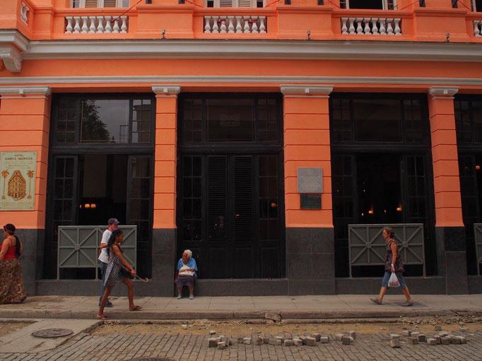 ハバナは街並みが世界遺産となっている街 写真を撮りたくなる街並みが続く...