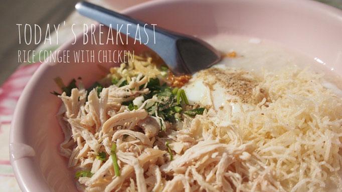パーイの屋台で食べた朝粥 しっかりと鶏のお出汁の味がするお粥は 今まで食べたお粥の中で1番好み♡