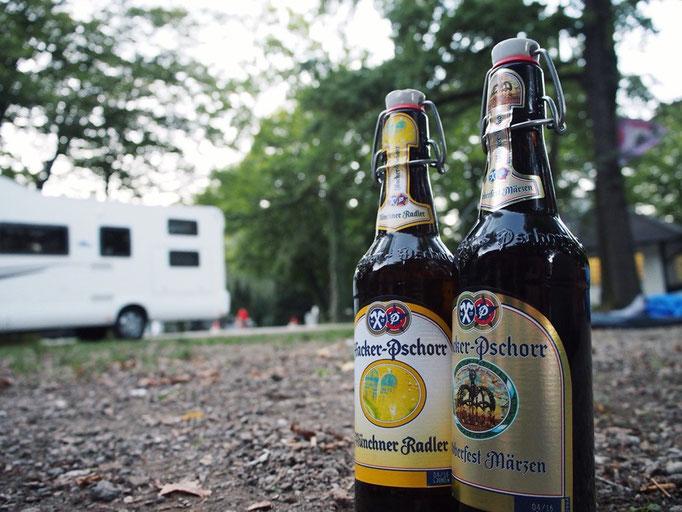 お昼に野外でビールを飲むのは気持ちが良い でも夜のミュンヘンは寒かった...