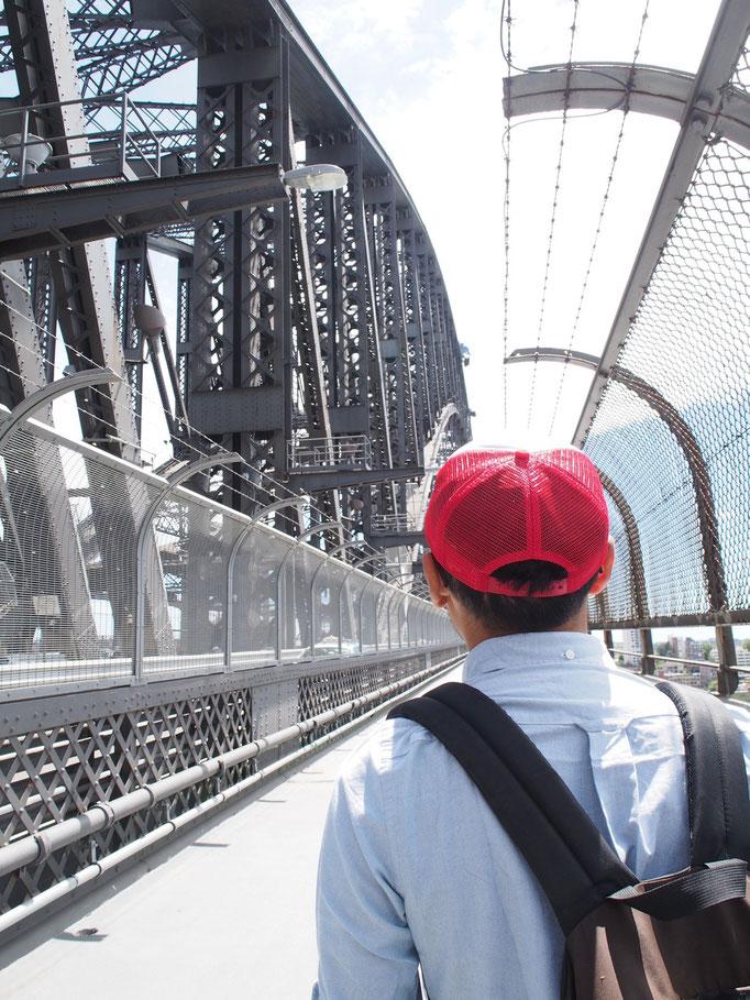 シドニーのハーバーブリッジも渡ってみたりして