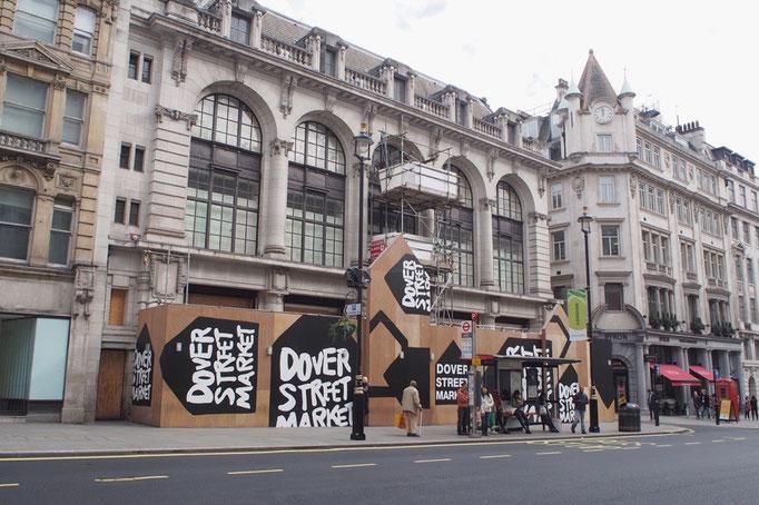DOVER STREET MARKET ロンドンの店舗は工事中 そんな外観もかわいくてパチリ