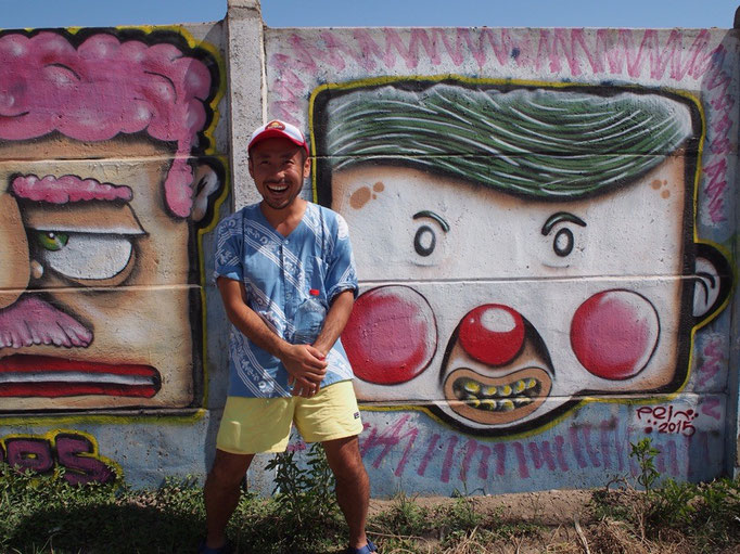 ラセレナの海に続く通りでは 壁にたくさんのペインティングが