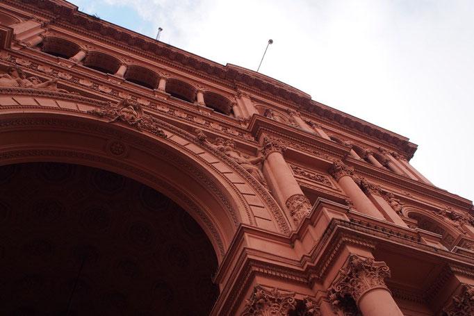 カサ ロサーダの中には無料で見学に入ることができます 細かなところまで芸術的な装飾が