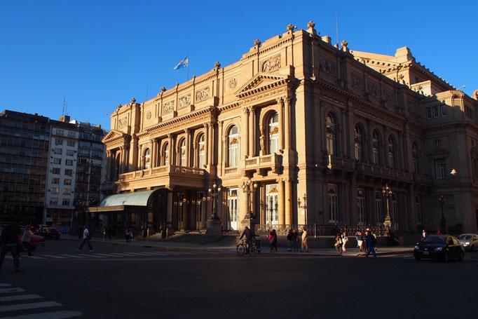 世界3大劇場の1つコロン劇場 圧巻の佇まいでした