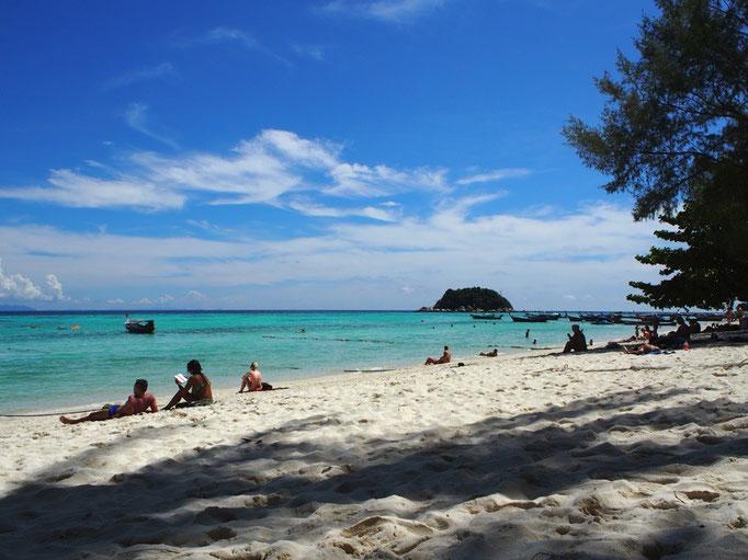 朝ごはんの後は そのままビーチへ この日もありがたいことにお天気に恵まれて