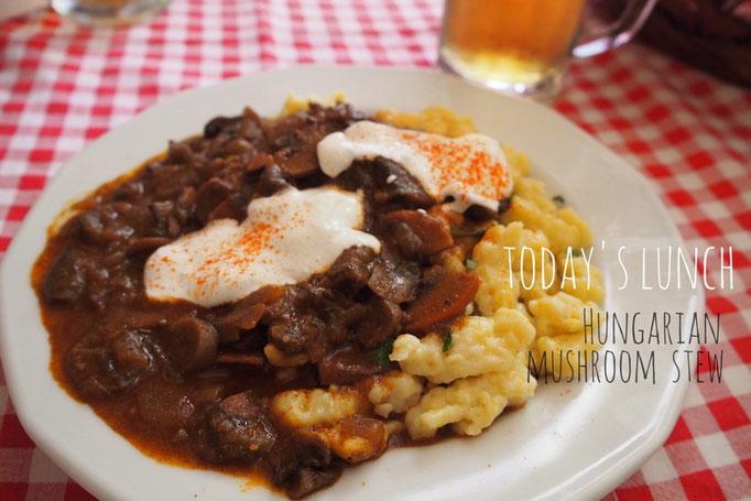 私はマッシュルームのグヤーシュを注文 ハンガリー料理...おいしくてどんどん好きになる...♡