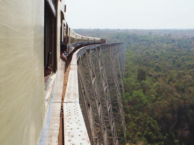 今回 この列車に乗った目的のゴッティ鉄橋 高いところからの景色を しっかりと楽しむことができました