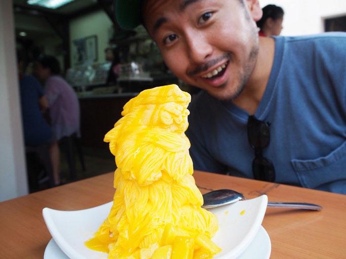 ひと口食べてみると ふわっとしつつも かき氷よりもリッチな味わい。また食べたくなるおいしさ♡