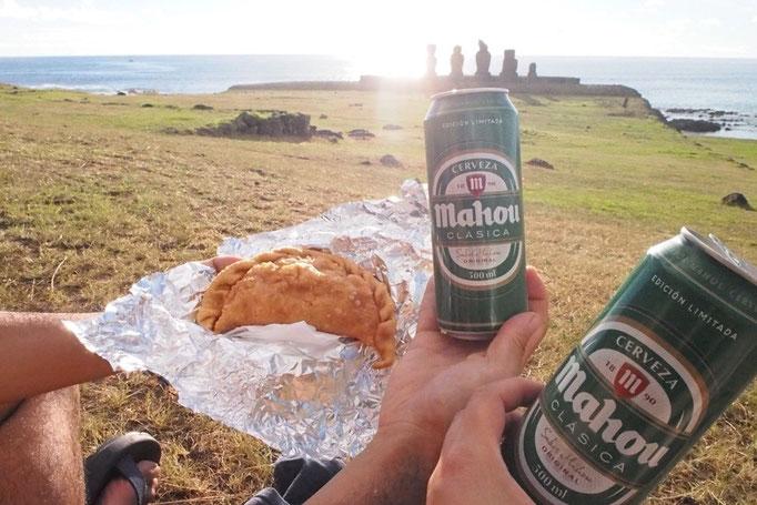エンパナーダとビールを持って夕陽を観にお散歩