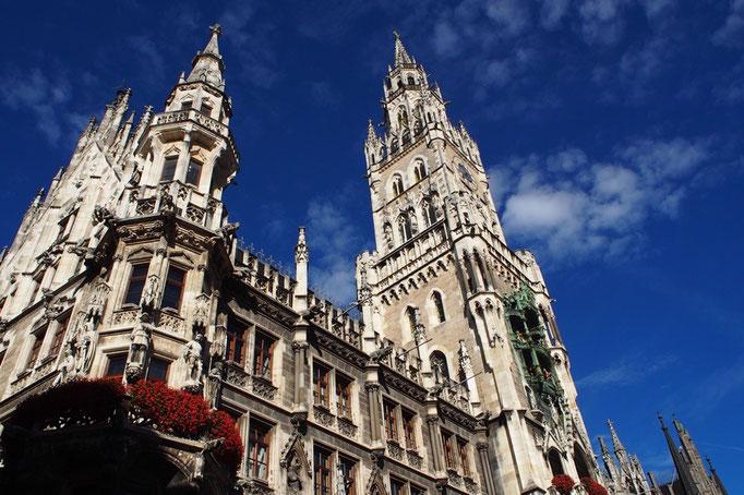 ミュンヘンの新市庁舎はすごく大きくて 装飾が細かくて 現実の街の中にある建物ではないみたい
